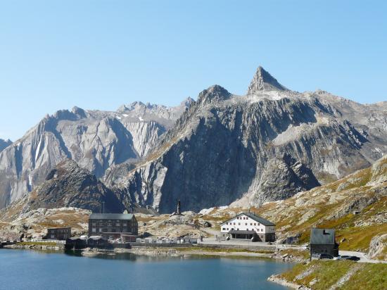 Col du grand St Bernard (Suisse) côté vers l'  Italie-2009