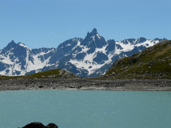 Pic de Belledonne depuis le lac de la Sagne-Isère-2009