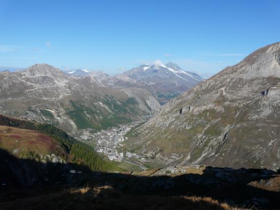 Val d'Isére vue depuis le col de l' Iseran