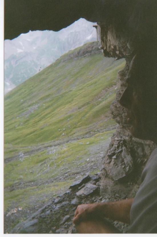 à l'abri de l'orage à la descente du Ruan - 2005