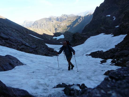 Encore de la neige en montant  au pas de Vens - Mercantour-2009