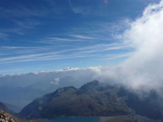 Lac de Salanfe et Alpes suisses
