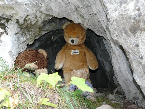 Via de Champéry-suisse-2009-la grotte aux ours...le bel humour suisse!
