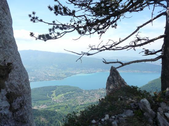 toujours une très belle vue sur le lac d' Annecy