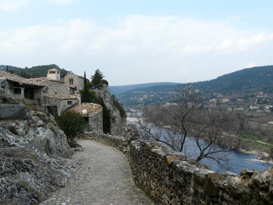 Aiguèze, vue sur l' Ardèche