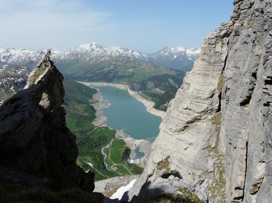 Vue sur Roselend depuis le roc du vent