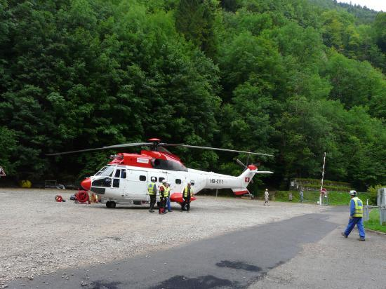 l' hélicoptère vient de se poser à proximité de la via ferrata !