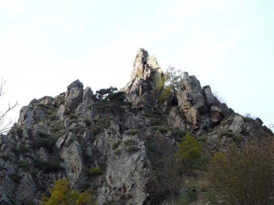 les rochers de la Miramande vus d' en bas