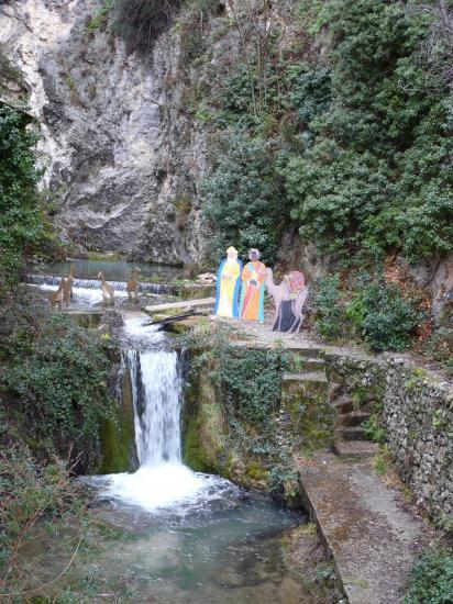 la fontaine dans Moustiers Ste Marie
