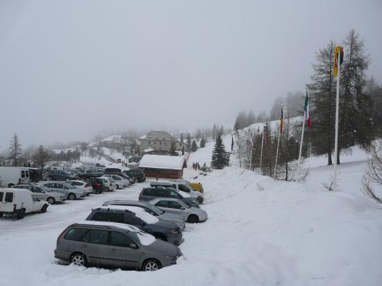 parking au pied des pistes du bas des Orres