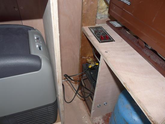 compartiments vus  de l' intérieur (avec le bloc fusible interrupteur)