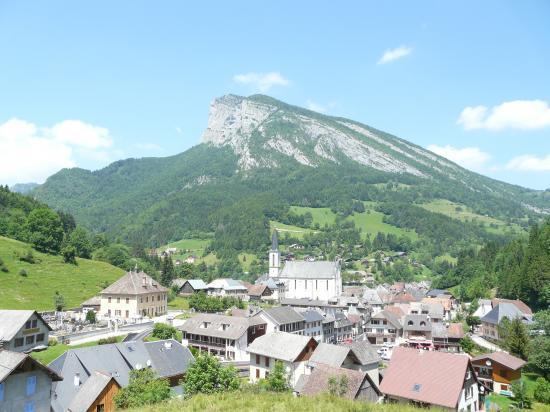 Saint Pierre d' Entremont et la roche Veyrand (via ferrata)