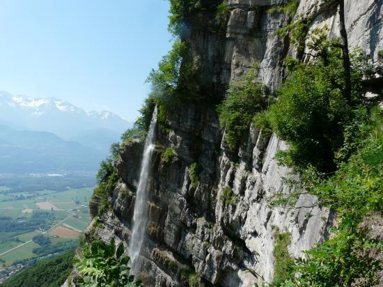 la cascade de l' Oule depuis le sentier