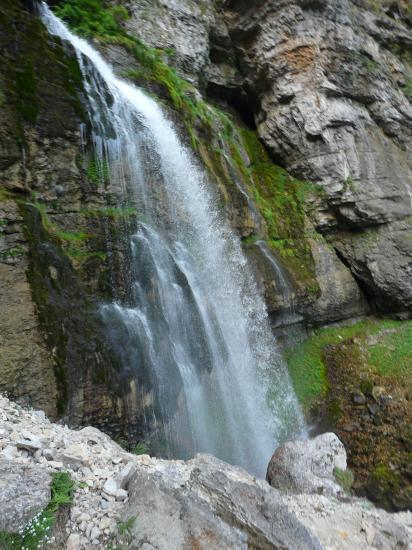 La cascade sous la grotte de st Même
