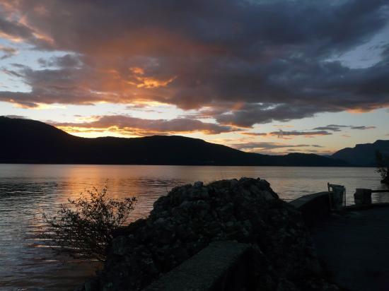 Soleil couchant sur le lac du Bourget