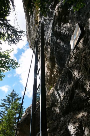L' échelle de départ de la via ferrata d' Aillon le Jeune