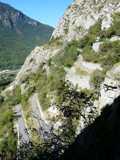 Les lacets de la route de Montvernier