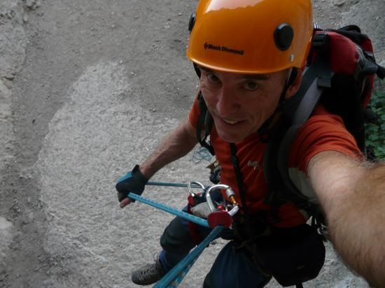 descente en rappel depuis la lucarne à Méjeanes le Clap,La descente est plus décontactée que le départ!