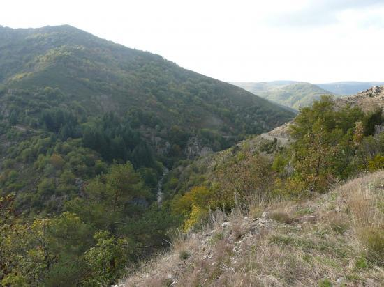 Le site de la via ferrata de Rousses à la sortie des gorges de la Jonte juste avant Rousses