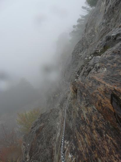 Les chaînes typiques des équipements d' Andorre >... et l' ambiance pluie !