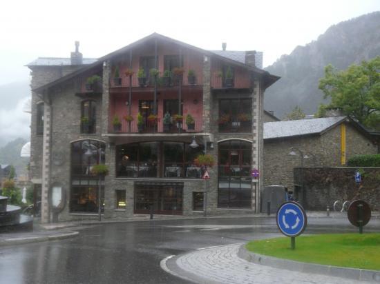 Les constructions typiques en pierre d' Andorre (Ordino)