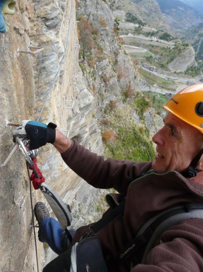 Grand écart et belle prise de vue (roc del quer-Canillo-Andorre)
