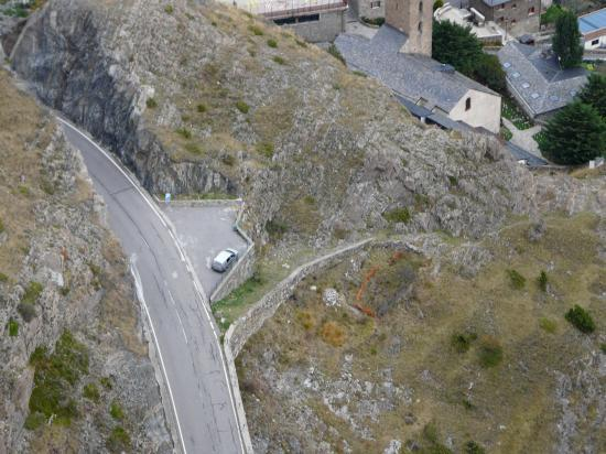 le petit parking des vias du Roc del Quer vu depuis la Directissima