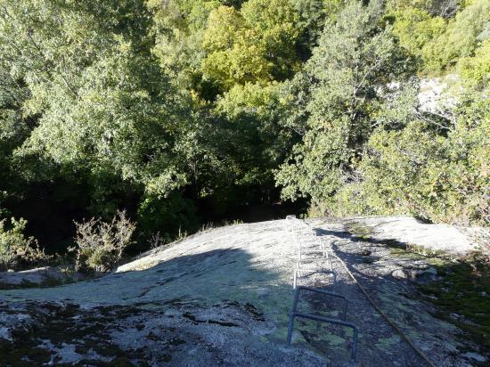 Bon départ vertical ! dans le roc d' esquers à Escaldes