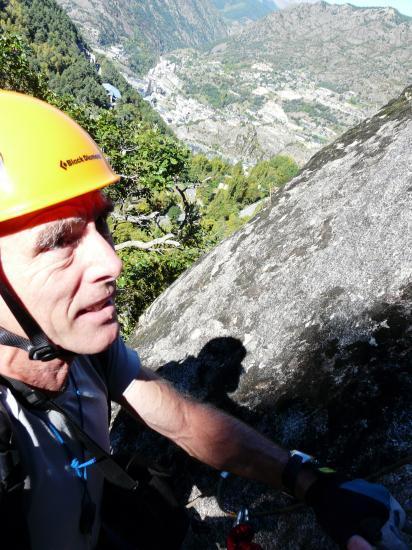 Dans la via du roc d' Esquers au desssus d' Escaldes