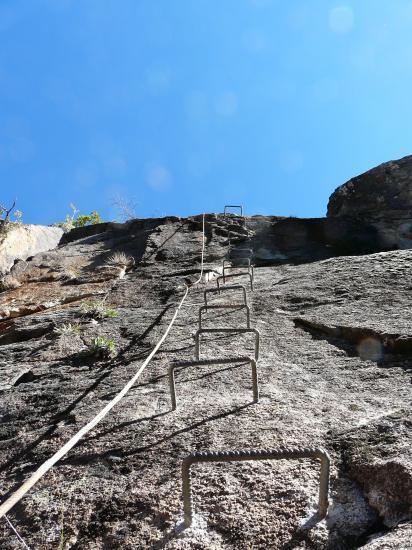 dernier ressaut avant le pont de singe - vias en Andorre