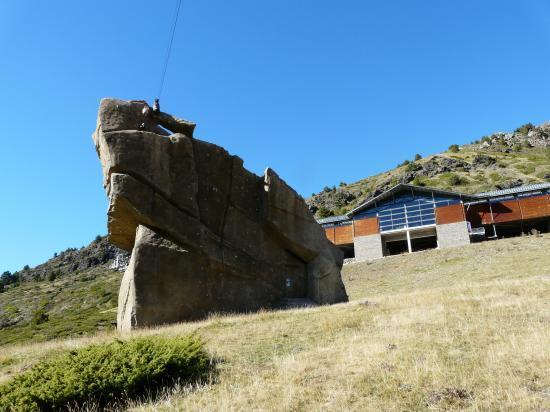 Le rocher d' escalade de Cortals d' Encan