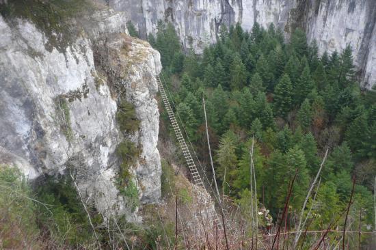 La grande passerelle de la via de Charquemont vue du sommet
