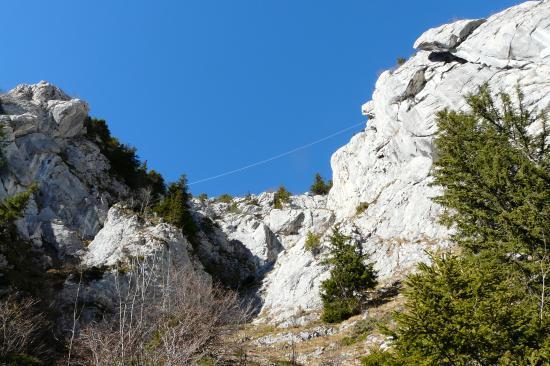 une des tyroliennes de la via privée du rocher du Roux