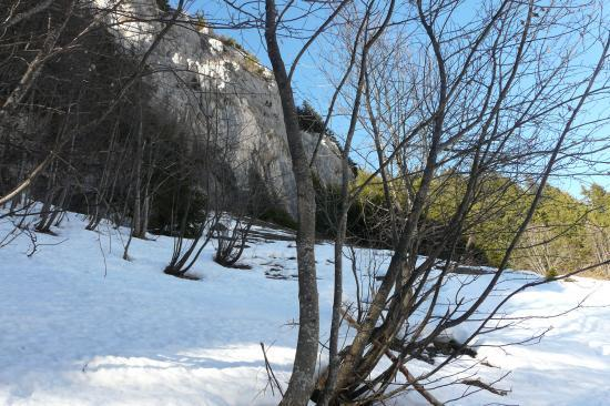 En vue du rocher du Roux (via)