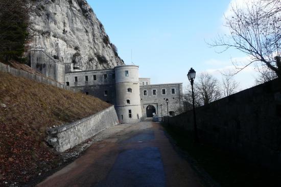 l' entrée du fort l'écluse à Léaz (01)