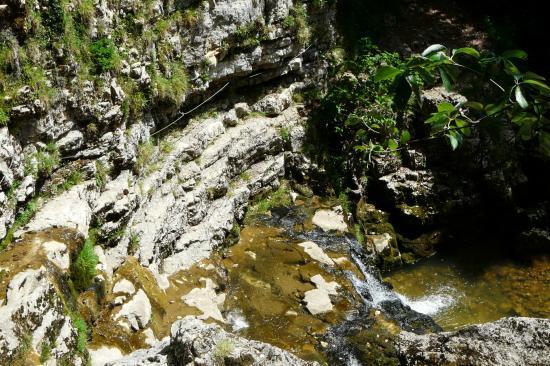 le passage câblé sous la cascade de la Doria