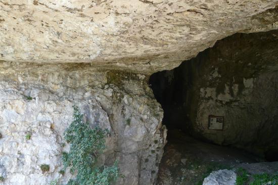 le départ de la via jules caret dans la grotte