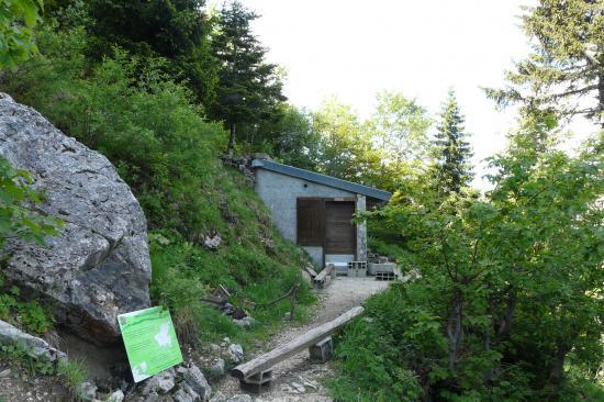 la cabane pastorale de bachasson