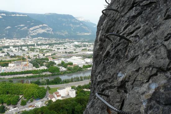 ambiance .. Grenoble dans la via de la bastille
