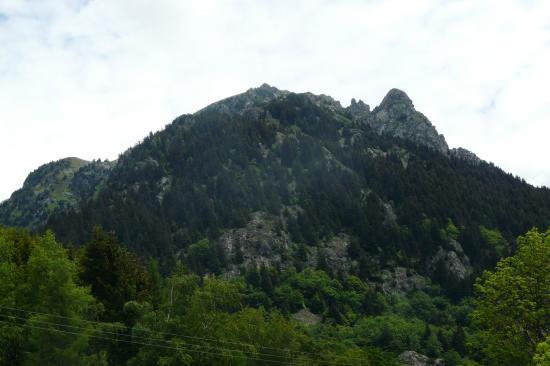 alpe du grand serre - à droite le rocher d' arrivée de la 2ème via