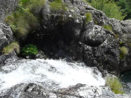 alpe du grand serre, une des chutes dans la cascade