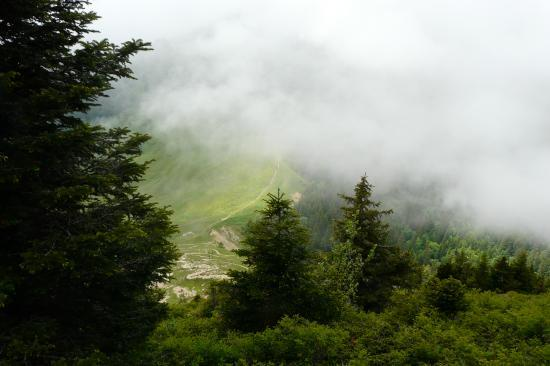 le brouillard se lève sur le col du coq