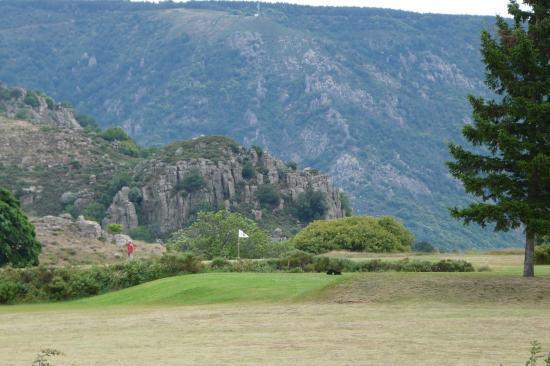 terrain de golf au dessus des gorges de chassésac