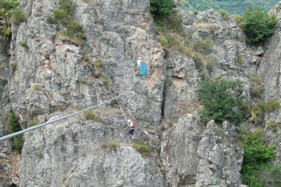 arrivée de la tyrolienne de Villefort (48)