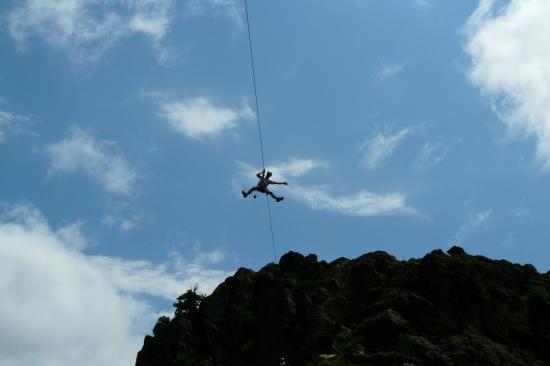 superbe descente de tyrolienne à Villefort - attention elle est rapide !
