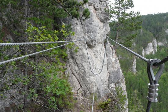 via ferrata du rocher de moïse à mende - le pont népalais