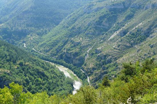 les gorges du Tarn en allant vers Ste Enimie depuis la Canourgue