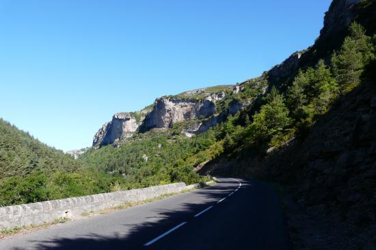 la route dans les gorges de la Jonte depuis Meyrueis