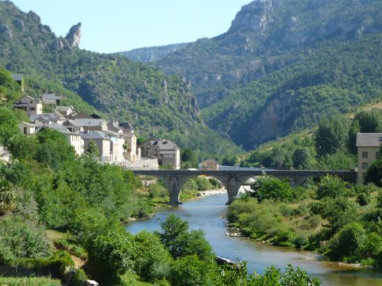 encore un magnifique village dans les gorges du Tarn