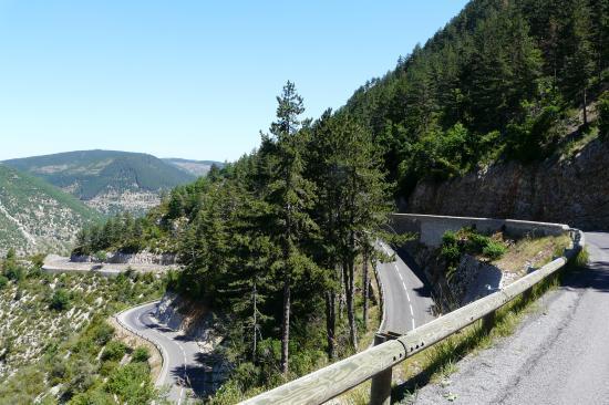 lacets dans la montée depuis Ste Enimie(col de Copelac)
